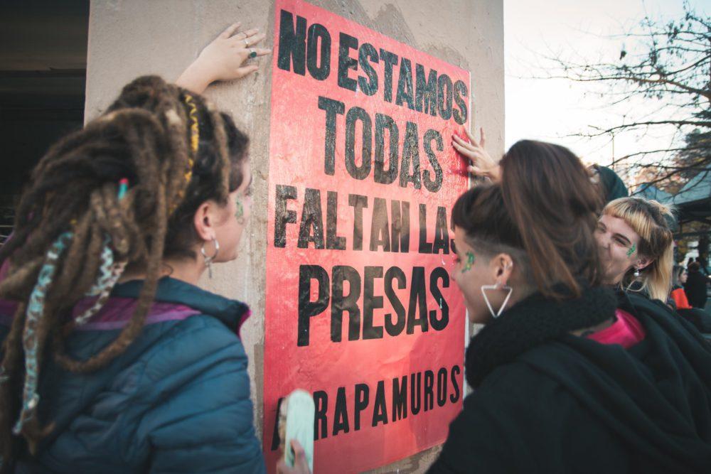 """Atrapamuros: """"Hay una selectividad penal que opera en función de género, clase, etnia y orientación sexual"""""""